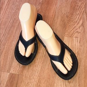 Born Black Leather Thong Slip On Sandals-Size 7/38